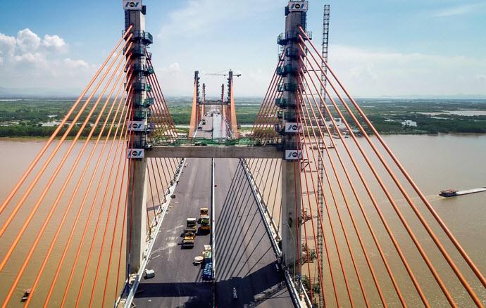 Thông cầu vượt biển dài nhất Việt Nam, rút ngắn thời gian đến Hạ Long
